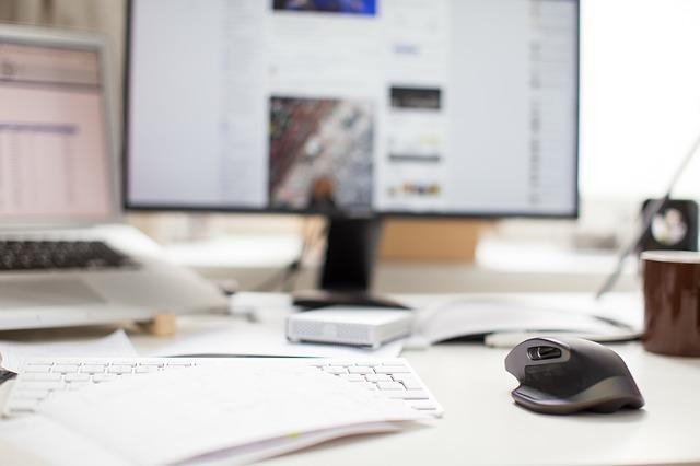 monitor, myš a klávesnice