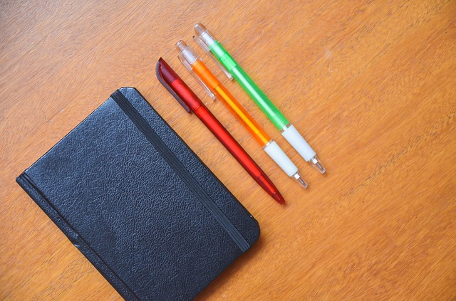 diář a tužky.jpg
